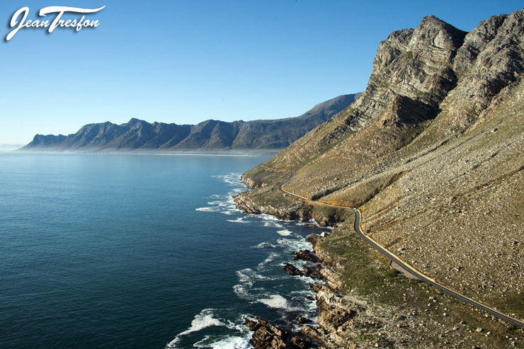 The magnificent Rooi-Els coastline looking towards Gordon's Bay | ©Jean Tresfon