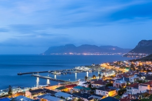 The pre-dawn light on a cold wintery morning over-looking the Kalkbay Harbour in False Bay, Cape Town |© Arne Purves